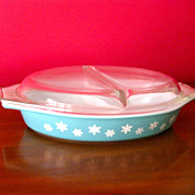 Pyrex 1.5 Qt Snowflake Divided Dish with Lid, ca. 1950s