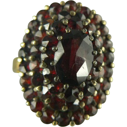 Victorian Revival Garnet & 14kt gold Ring - circa 1940
