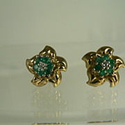 SALE 14kt Emerald Flower Earrings