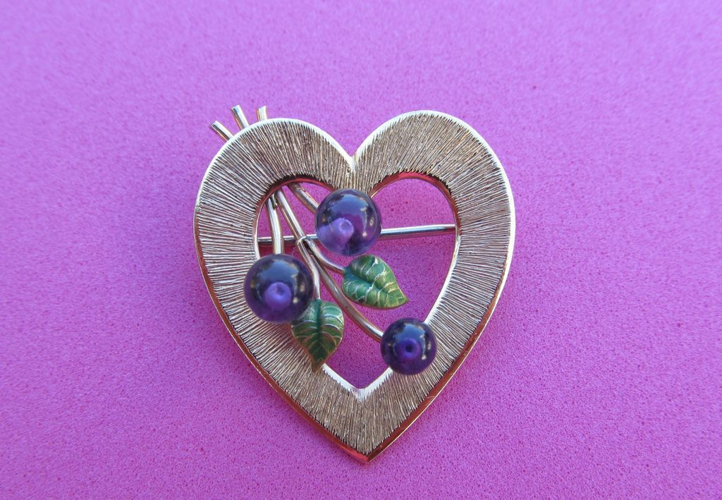 Signed Krementz Heart Shaped Brooch Gold Tone With Amethyst Grapes