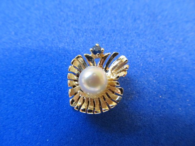 Stunning 14 karat  Gold Clasp With Cultured Pearl and Sapphire