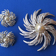 Sarah Coventry Starburst or Pinwheel Brooch Earring Set
