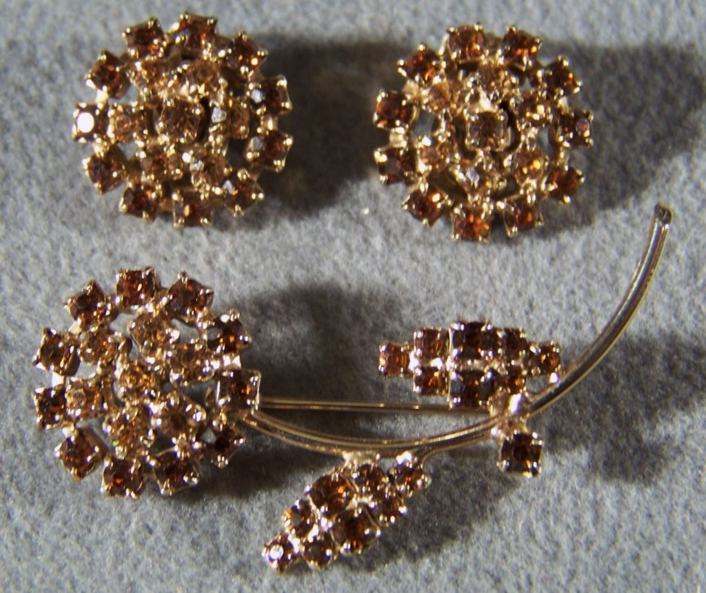 Vintage shades amber rhinestone pin brooch earring set