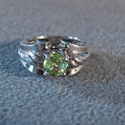 SALE Vintage Sterling SilverRound Peridot Fancy Scrolled Raised Relief Band Ring, Size 5