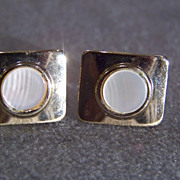 SALE Vintage Yellow Gold  Tone 2 Round  Mother of Pearl  cuff links      W