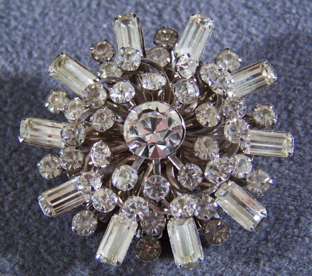 Vintage fancy Multi rhinestone bold  round pin  brooch