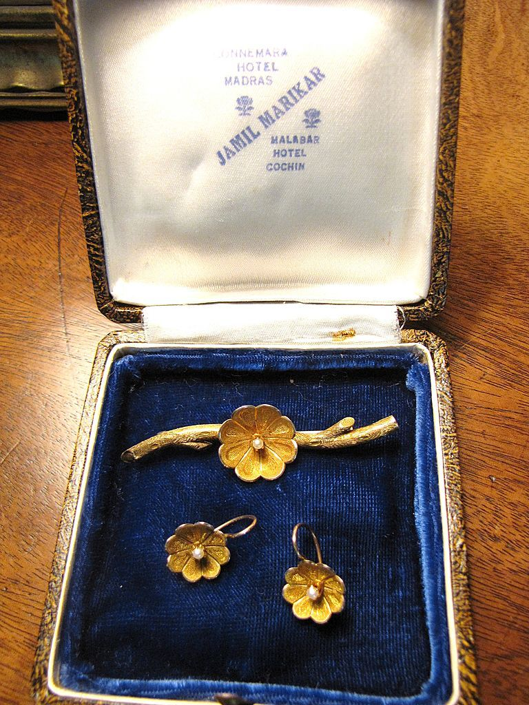 Gorgeous Victorian Colonial 14k Gold Seed Pearl Pin and Earring Boxed Set