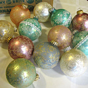 Nice Box of 12 Frosted Vintage Pastel Tree Ornaments