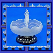 Extremely Desirable 1930s Art Deco Opalescent Glass Center Piece Display by S. Reich & Co.