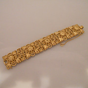 Vintage Great looking Gold Tone Trifari Bracelet