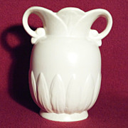 Red Wing 930 Lotus Vase, Ivory with Green Interior in Excellent Condition