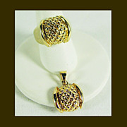 14K YG Pendant and Ring Set in Quilted Top Design