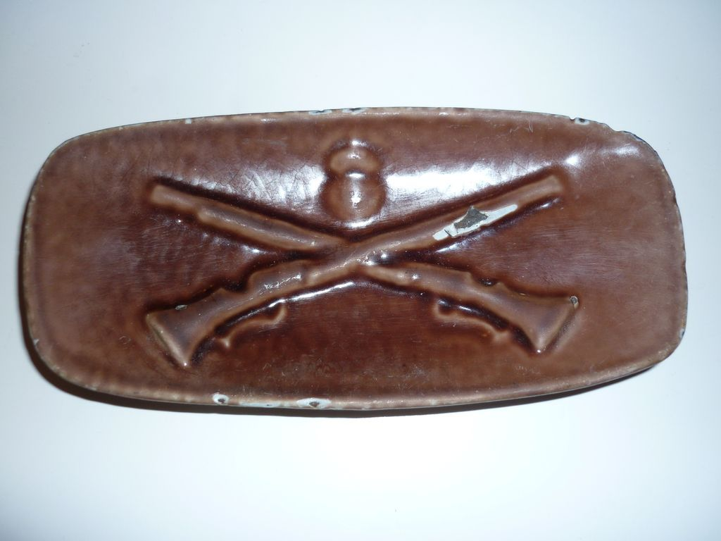 Husqvarna Advertising Pottery Dish crossed  Rifles 1800's