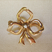 Small Antique Vintge Edwardian 9 Kt gold Bow Pin with Small natural Seed Pearl