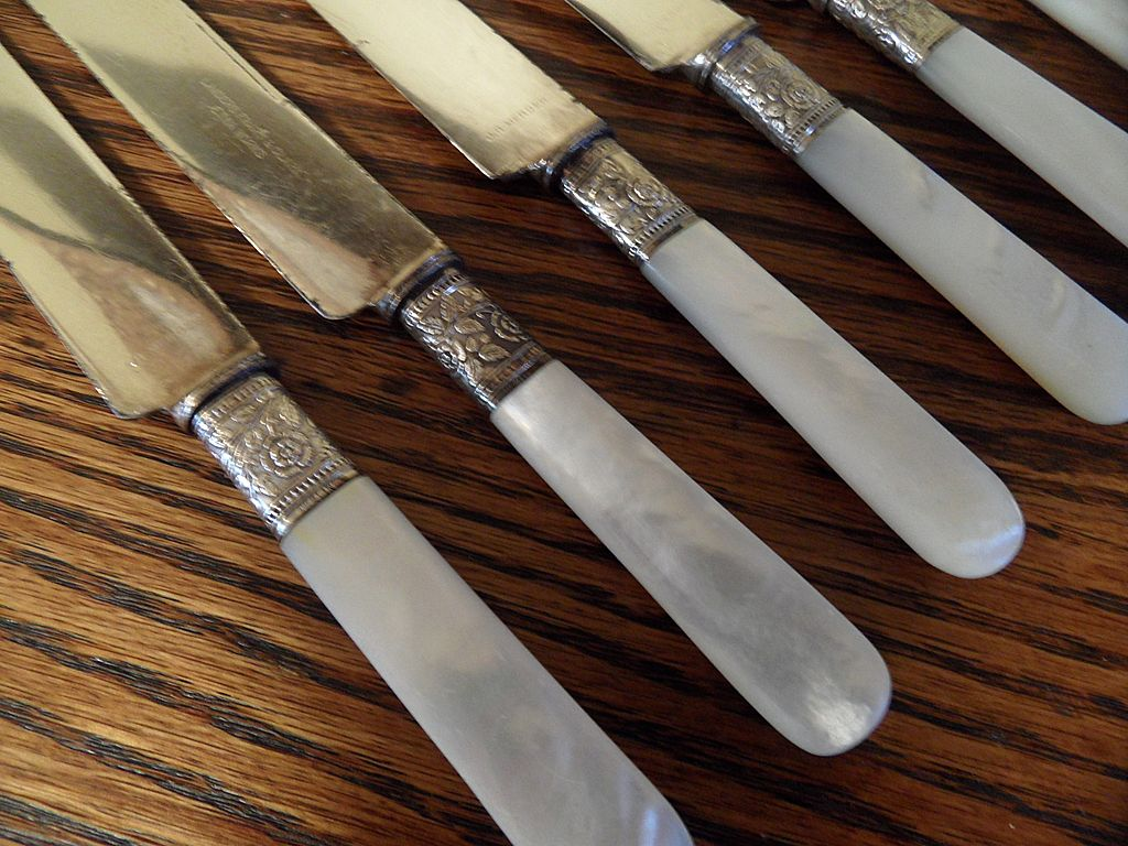 Vintage - JR Mercer - Landers, Frary & Clark - Pearl Handled Dinner Knives - 6