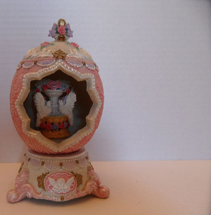 Vintage - Egg - Wedding Doves - Music Box