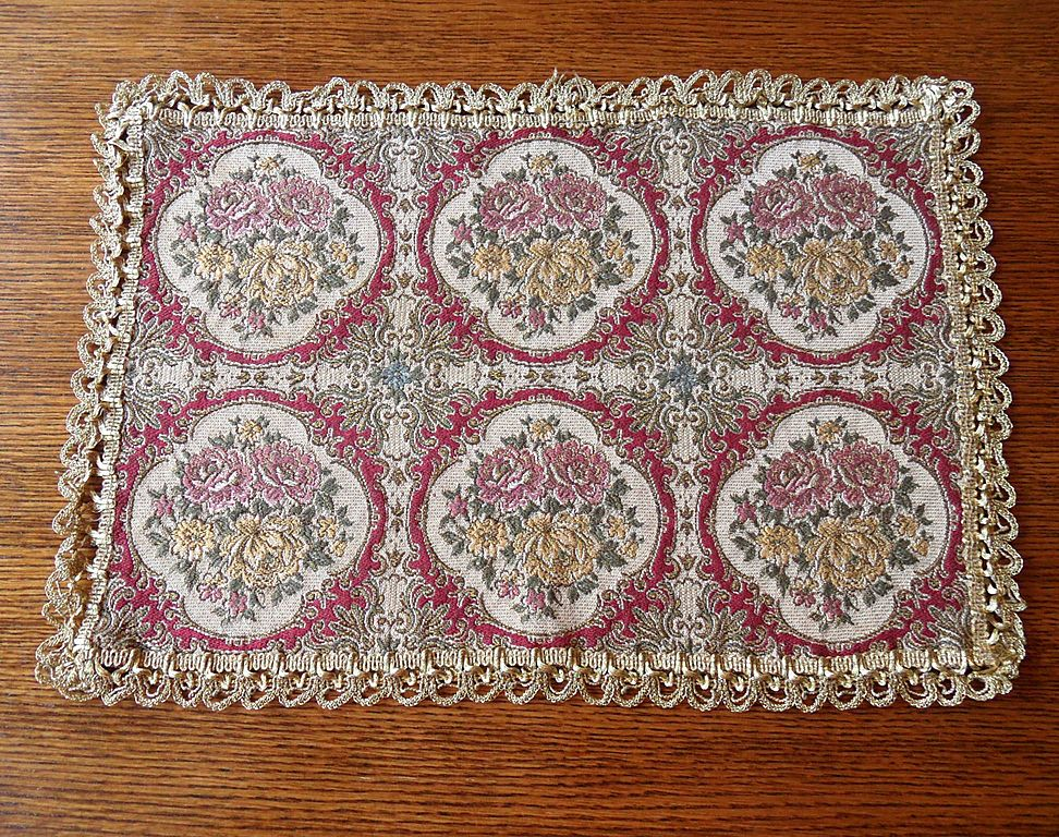 Vintage - Tapestry Table Mat - Gold Lace Edge