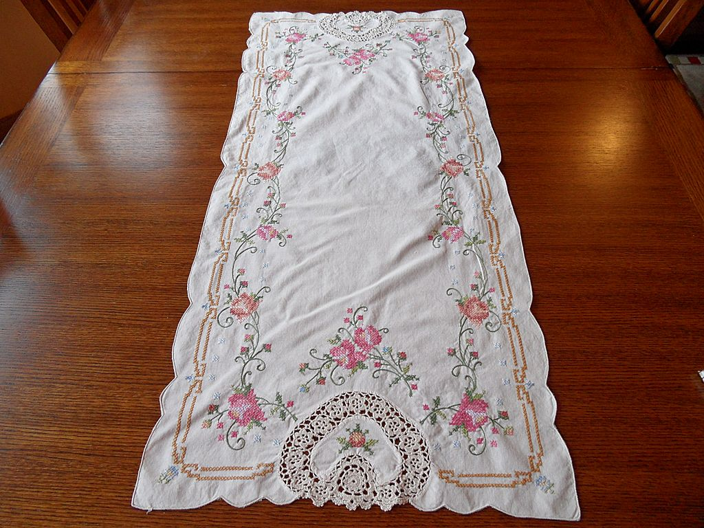 Vintage - Linen Table Runner with Two Placemats