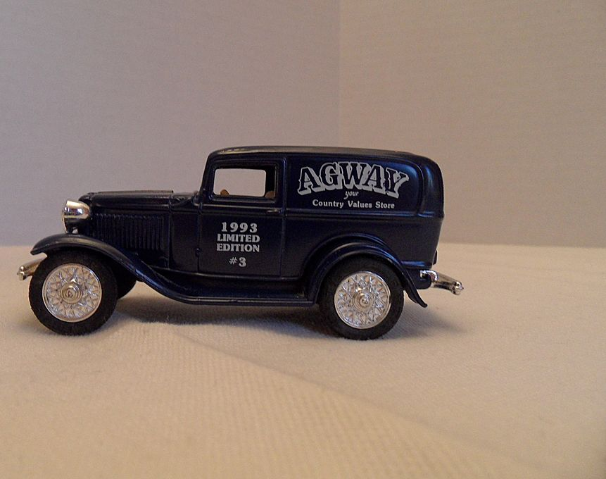 Vintage - Collectible - ERTYL - 1932 Ford Dime Bank