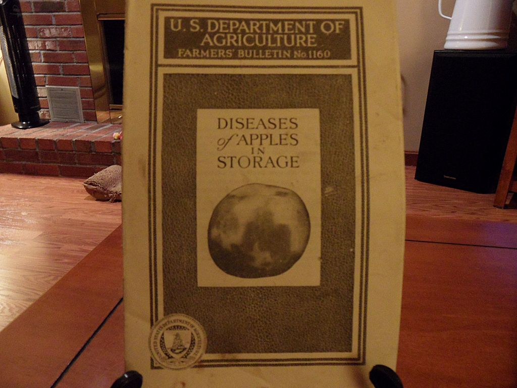 "Vintage - ""Diseases of Apples in Storage"", US Dept of Agriculture, 1939"