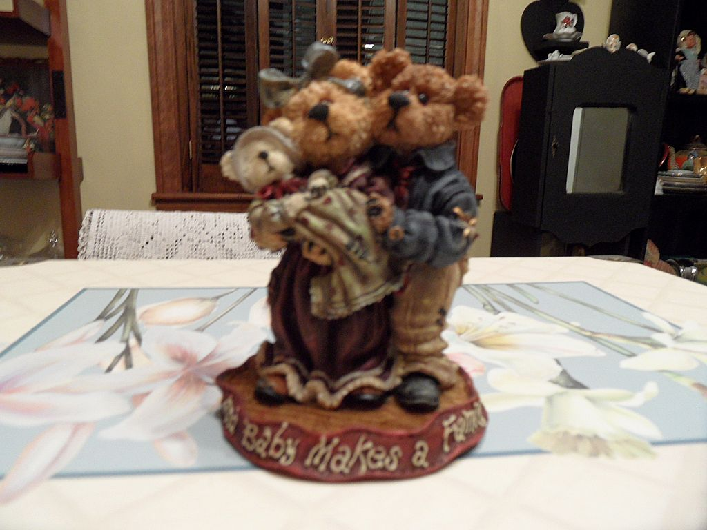 Collectible - Boyd's Bear's  - Momma & Papa McNewBear w/Baby Bundles