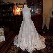 SALE Vintage - Ian Stuart International Designer Wedding Gown - Size 12