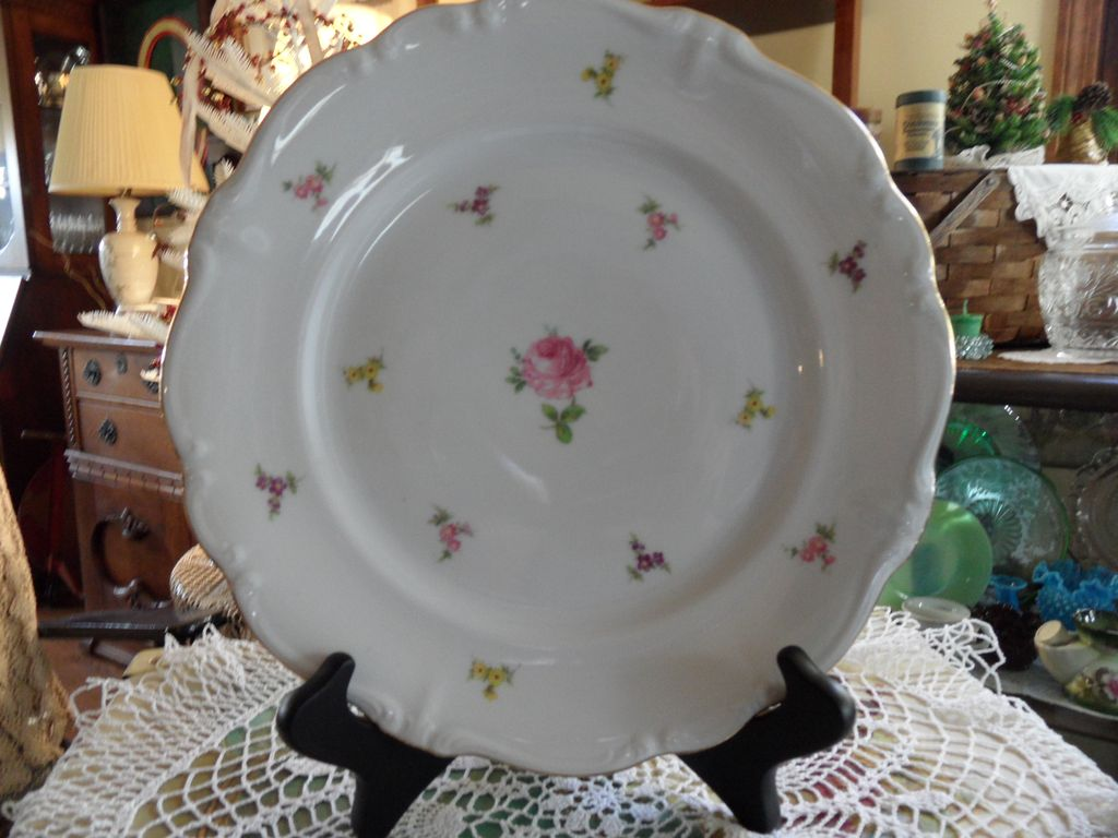 Vintage - Johann Haviland - Scalloped Edges Rosebud - Dinner Plates
