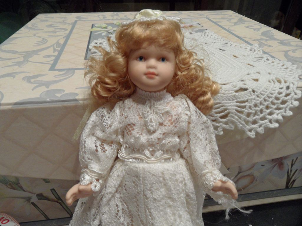 Vintage - Porcelain - Wedding Doll - 9""