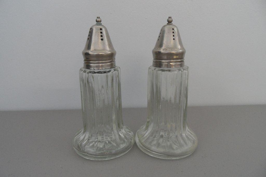 Vintage Rubbermaid Salt And Pepper Shakers Vintage Shaker Antique Salt