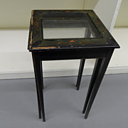 Vintage - Set of Two Nesting Tables
