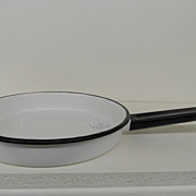 Vintage - Enameled Metal Fry Pan