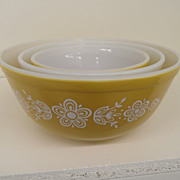 Vintage - Glass - Pyrex - 3 Nesting Bowls