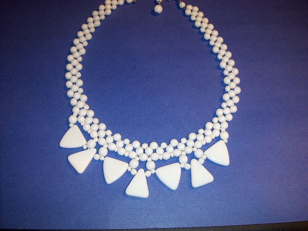"""Mad Men"" Retro Milk Glass Necklace"