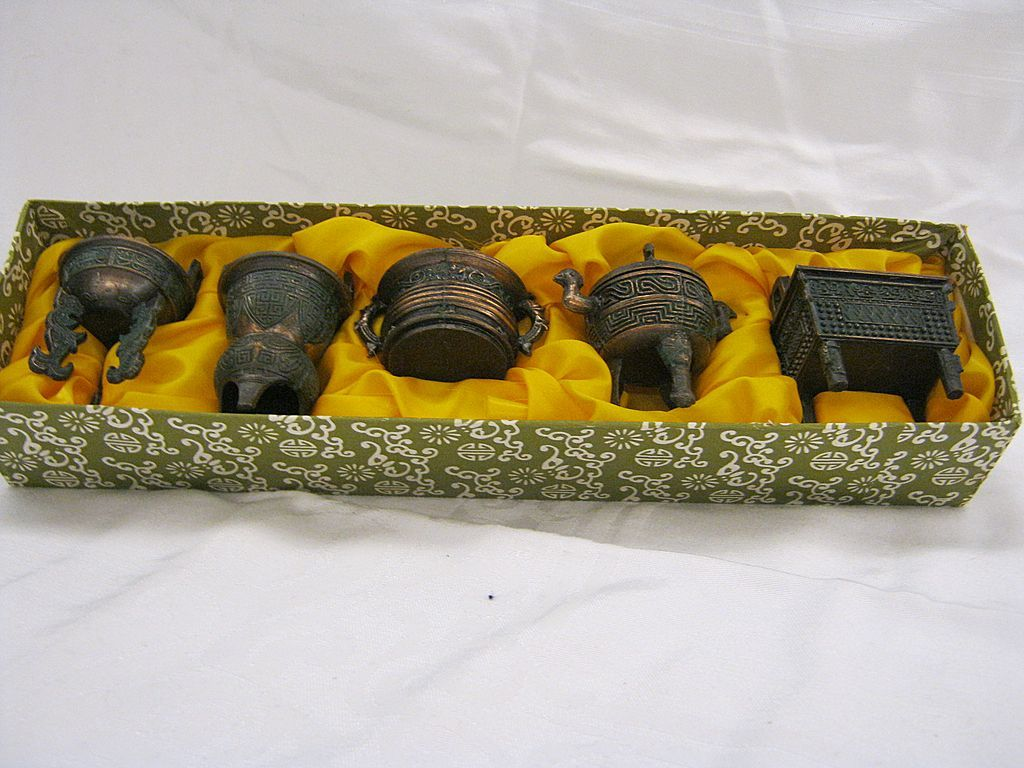 Vintage collectible miniature Oriental tripod set
