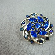 SALE Vintage Collectible Weiss Rhinestone Pin
