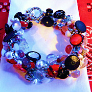 "Nineteen Fifties Themed  Button Bracelet "" Shake, Rattle, and Roll"""