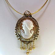 SALE Lovely Victorian 14k Left Facing Cameo Pendant / Brooch