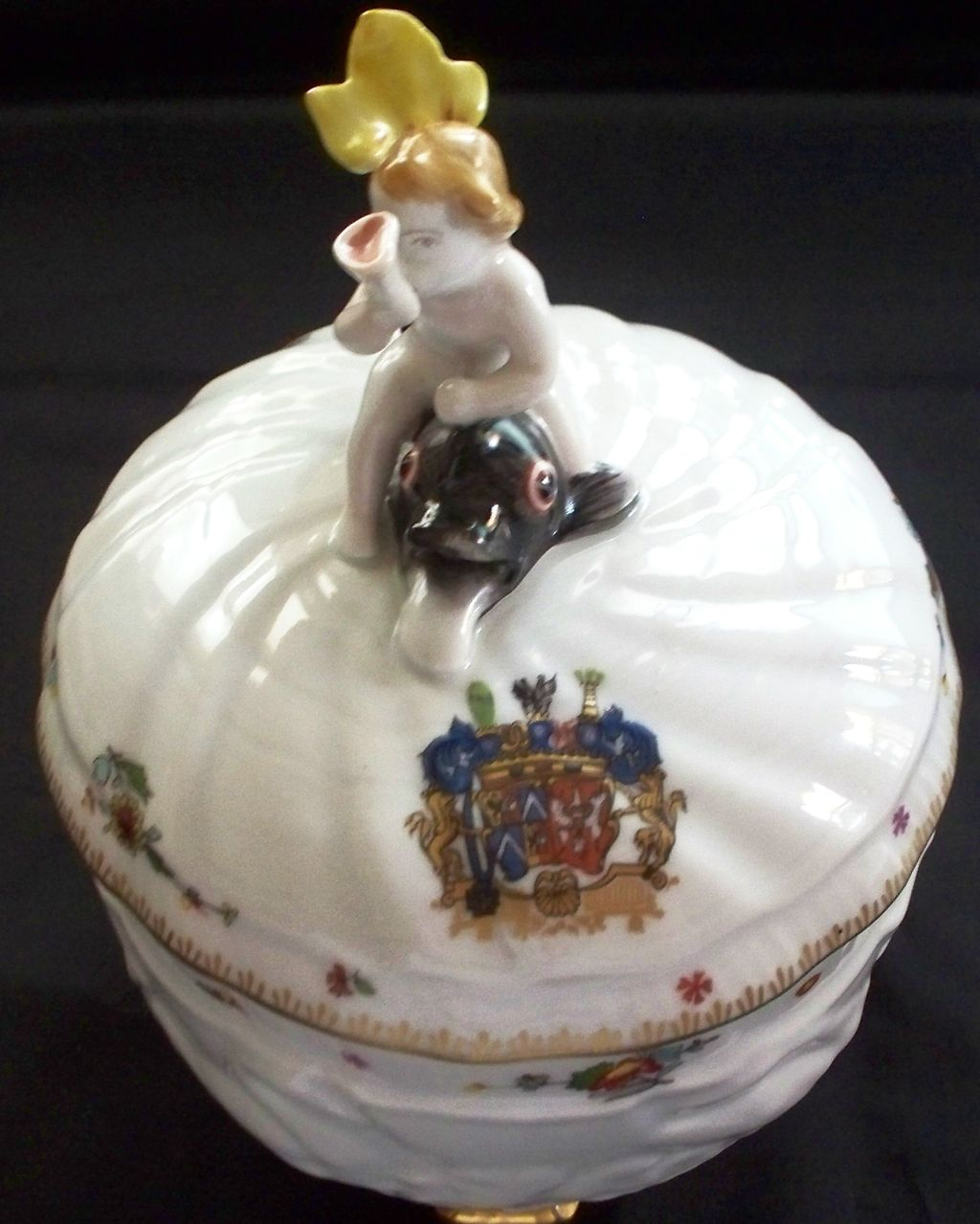 "Mottahedeh  Large Bowl ""Swan"" Boy on Dolphin & Armorial Crest  New"