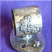 Gorgeous VICTORIAN Meriden Silverplate Antique Figural BEE INSECT Signed Napkin Ring