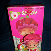 44220 Cherry Cuddler Gooseberry Kenner Strawberry Shortcake Doll US Buyer Free Postage & Insur