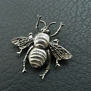 SALE Vintage Joseff of Hollywood Bee Pin