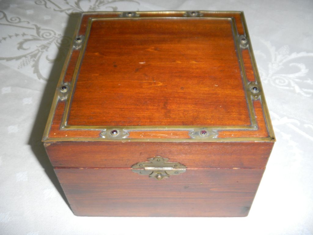 Edwardian English Mahogany Jeweled Collar Box