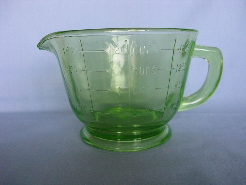 Green Hocking Glass 2 Cups Measuring Pitcher
