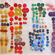 Lot +250 Vintage plastic-lucite-cut out buttons dog-flowers