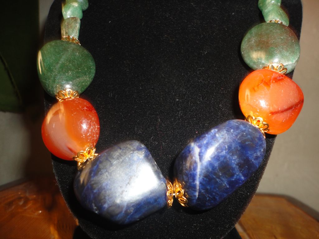 A Snazzy Lapis Lazuli, Carnelians And Egyptian Aventurine Gold Tone Necklace Earrings Set.
