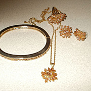 Beautiful Vintage Gold Tone Glass Citrine Parure.