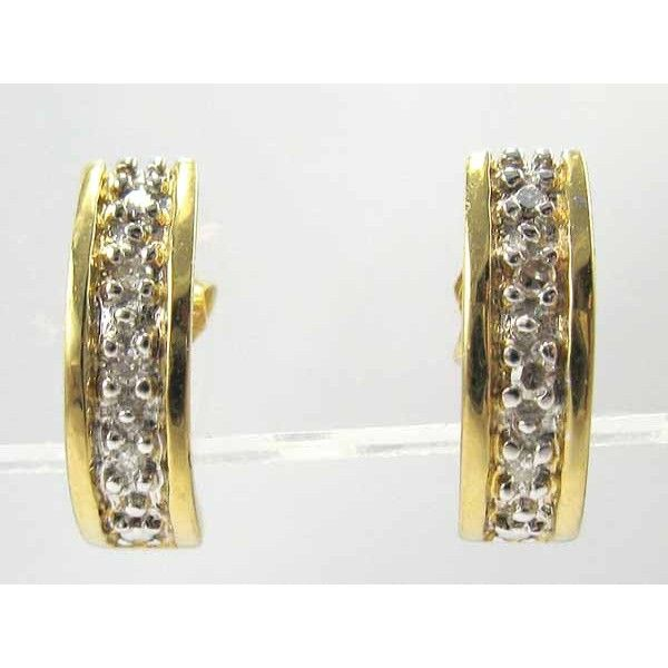 Delightful Vintage 18 Carat Gold Diamond Stud Earrings.