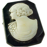 Beautiful Art Deco Carved Hard Stone & Onyx Cameo Brooch
