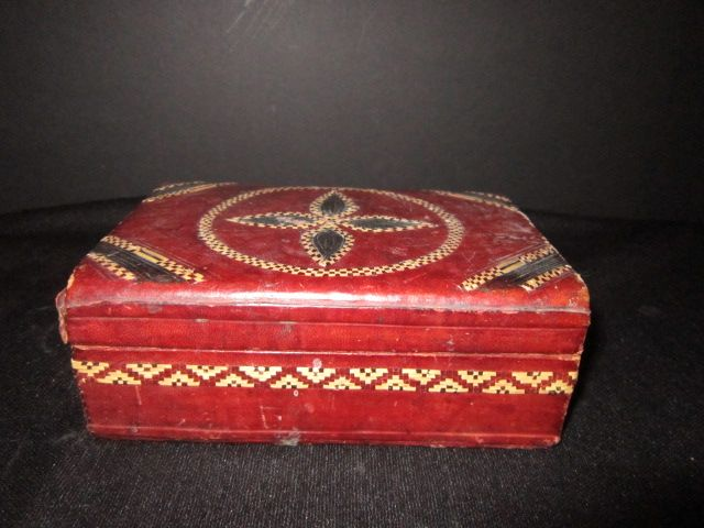 Vintage Cigarette/trinket box