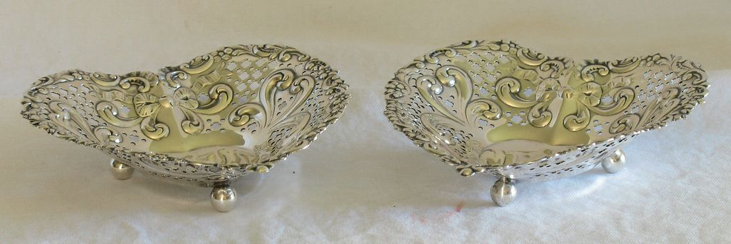 Pair gorham sterling heart shaped bonbon dish pattern 966 for Heart shaped jewelry dish